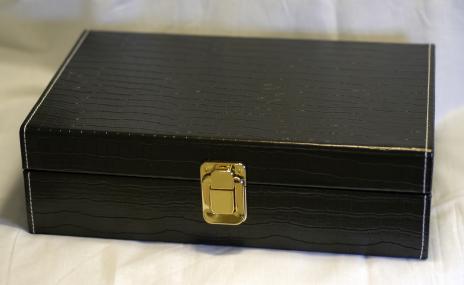 Förvaringsbox för 12st, kroko Svart skinnimitation.
